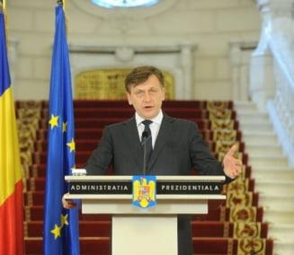 Cine a mintit: Crin Antonescu sau Traian Basescu?