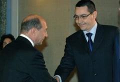 Cine are de pierdut in urma atacurilor dintre Ponta si Basescu - sondaj