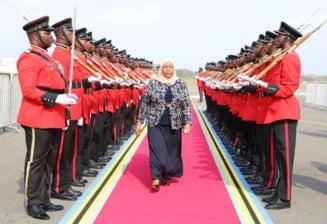 Cine e Samia Suluhu Hassan, prima femeie presedinte al Tanzaniei. E in contrast total cu fostul sef de stat, care ar fi murit de COVID-19
