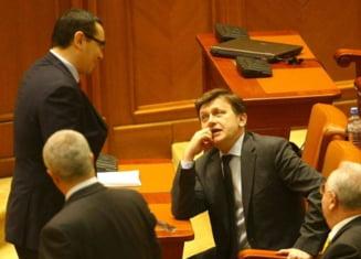"""Cine e responsabil pentru """"fauna"""" din Parlament? Sondaj Ziare.com"""