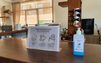 Cine e romanca depistata pozitiv la coronavirus in insula Creta