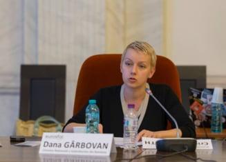 Cine este Dana Girbovan, preferata Sputnik: A colaborat cu Iordache la amputarea Legilor Justitiei si sustine SS cu frenezie