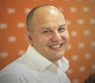 Cine este Horia Tomescu, viceprimarul care a blocat bugetul Capitalei. In 2019 avea venituri de 770 de lei pe luna si datorii la banci de peste de 150.000 de lei