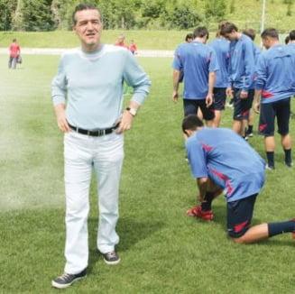 Cine il inlocuieste pe Ilie Dumitrescu la Steaua? Vezi lista lui Becali
