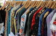 Cine mai cumpara haine second hand - sondaj