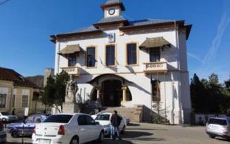 Cine se lipeste de fondurile nerambursabile de la Primaria Slatina. Asociatia infiintata de un consilier local va incasa cea mai mare suma, 150.000 lei