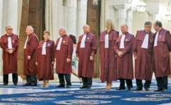 Cine sunt judecatorii CCR care hotarasc soarta referendumului