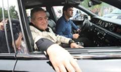 Cine va conduce masina unicat a lui Gigi Becali cat timp are permisul suspendat
