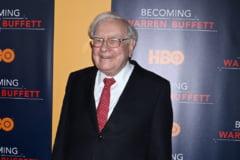 Cineva a platit peste 3,3 milioane de dolari pentru a lua pranzul cu miliardarul Warren Buffett