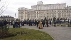 Ciobanii au plecat de la Parlament, dar ameninta ca se vor intoarce cu tot cu oi
