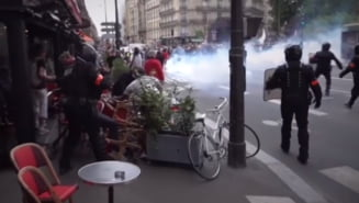 Ciocniri dure între polițiști și manifestanți la Paris, în urma măsurilor anti-COVID ale guvernului VIDEO