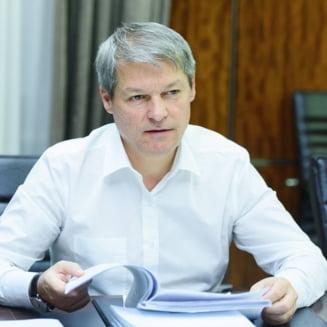 Ciolos, despre scandalul din Guvern: Galceava politica ne costa pe fiecare dintre noi