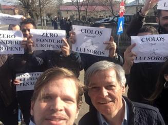 Ciolos a mers sa stranga semnaturi in Teleorman, dar a fost asteptat de pesedisti (Foto)