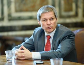 Ciolos pune un civil la Ministerul de Interne