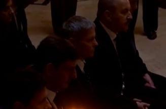 Ciolos si alti membri ai Guvernului i-au adus un ultim omagiu reginei Ana la Peles