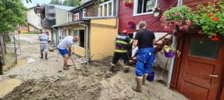 Circulația pe DN1 afectată în dreptul localității Sinaia din cauza inundațiilor. Cod galben de instabilitate în zona montană a Prahovei