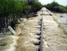 Circulatie feroviara intrerupta in Mehedinti din cauza ploilor
