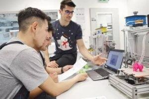 Clasele a IX-a si a X-a ale Campusului Tehnic Brasov construiesc 25 de imprimante 3D