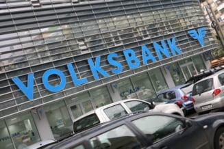 Clauze abuzive: Conturile Volksbank, poprite de executori pentru despagubirea clientilor