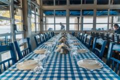 Clientii care mananca in interiorul restaurantelor din Grecia trebuie sa faca dovada vaccinarii sau a testarii negative