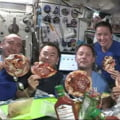 Clip viral planetar de la bordul Stației Spațiale: Cum faci pizza în imponderabilitate, cu blat și ingrediente plutitoare VIDEO