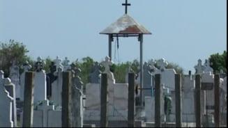 Clopote de 100 de kilograme, furate dintr-un cimitir din Iasi