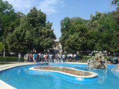 Clubul Curiosilor si Cafeneaua Culturala, la Biblioteca Estivala din Parcul Mihai Eminescu