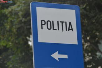 Cluj: Ancheta dupa ce mai multe persoane au sesizat ca un politist se masturba intr-o cabina de proba