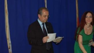 Cluj: Scandal la o sectie de votare - USL il acuza pe Boc ca a imbrancit-o pe sefa sectiei