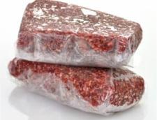 Cluj: Sute de kilograme de carne congelata, descoperite pe malul lacului Tarnita