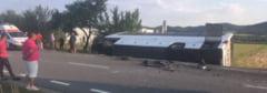 Cluj: Un autocar s-a ciocnit cu un autoturism si s-a rasturnat - opt persoane au fost ranite, una este in stare grava - UPDATE