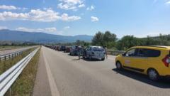 Coadă uriașă la intrarea în țară la punctele Nădlac II, Vama Veche, Calafat și Petea. Așteptare de peste o oră