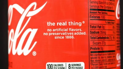 Coca Cola isi schimba eticheta