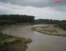 Cod galben de inundatii in 13 judete