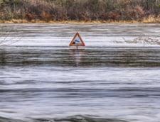 Cod galben de inundatii pana miercuri pe rauri din 11 judete