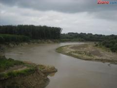 Cod galben de inundatii pe rauri din 14 judete