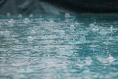 Cod galben de ploi torentiale si vijelii in 10 judete, pana miercuri la 12:00