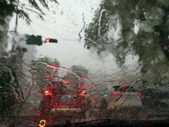 Cod portocaliu de furtuna in Bucuresti: Pompierii intervin in mai multe zone pentru scoaterea apei acumulate in curti si subsoluri