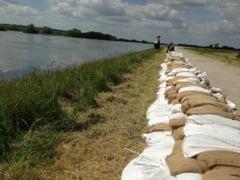 Cod portocaliu de inundații pe râurile din 5 județe până joi dimineața