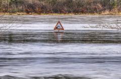 Cod portocaliu de inundatii pe rauri din 16 judete, pana duminica