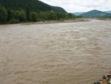 Cod portocaliu de inundatii pe rauri din 16 judete