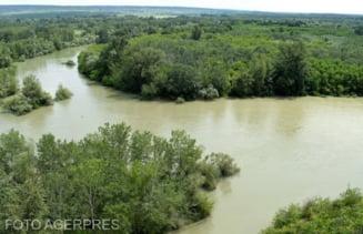 Cod portocaliu de inundatii valabil pana joi la miezul noptii pe raul Prut