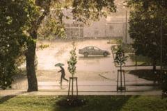 Cod portocaliu de ploi abundente, grindina si vijelii in intreaga tara, incepand de la ora 13:00