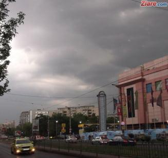 Cod portocaliu de ploi torentiale, grindina si vijelii in Bucuresti