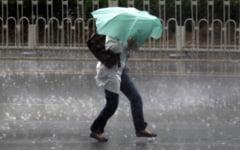 Cod portocaliu de precipitatii. Se anunta ploi abundente si vant care va depasi 60 de kilometri pe ora