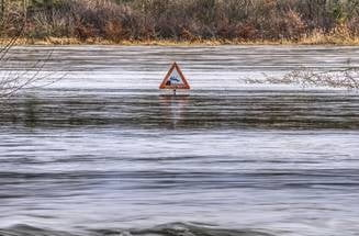 Cod rosu de inundatii in 3 judete. Hidrologii au emis si cod galben si portocaliu