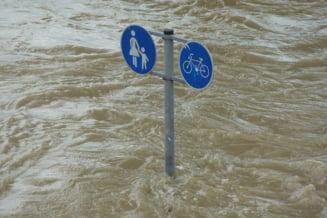 Cod rosu de inundatii si viituri rapide, pana duminica seara, in bazinul raului Taita din judetul Tulcea
