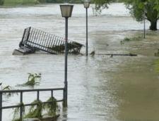 Cod rosu si cod portocaliu de inundatii pentru mai multe judete