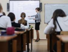 Cod vestimentar pentru profesoare: Fara fuste scurte, decolteuri si machiaj