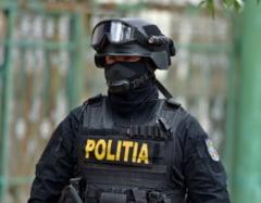 Colaboratorii unui primar din Buzau, acuzati ca spalau banii publici. Politistii au descins la 18 adrese